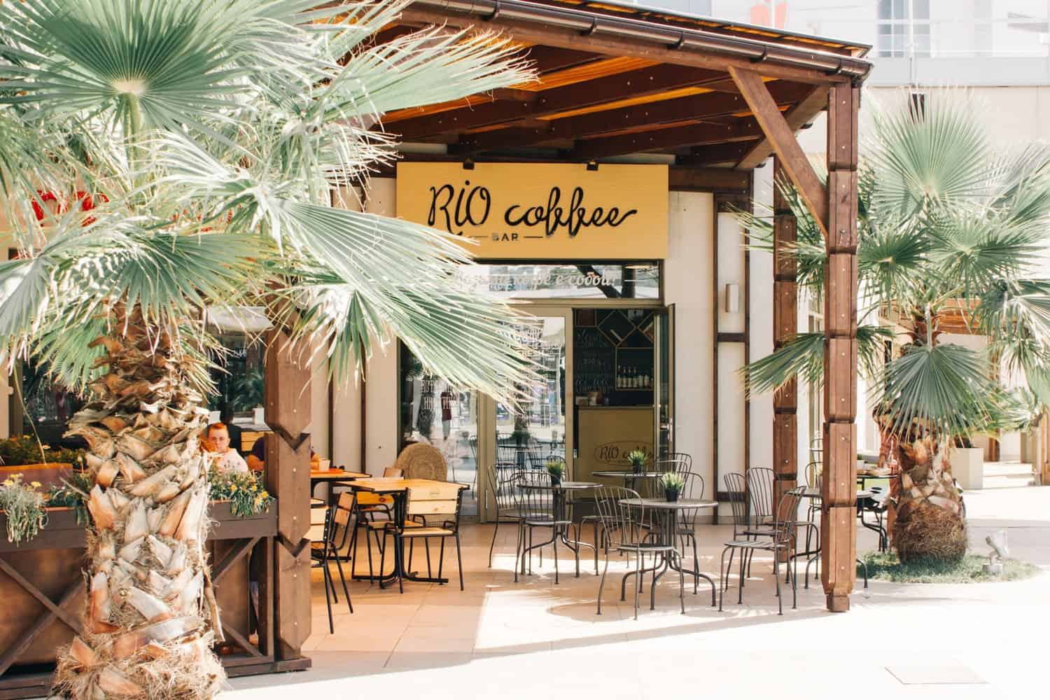 8 Tips to Consider When Starting a High-end Coffee Shop