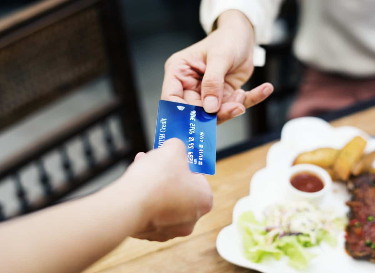 Paying on a Date: the Intricacies of Who Pays