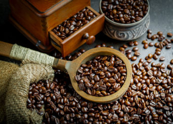 What Are the Differences Between Instant and Brewed Coffee