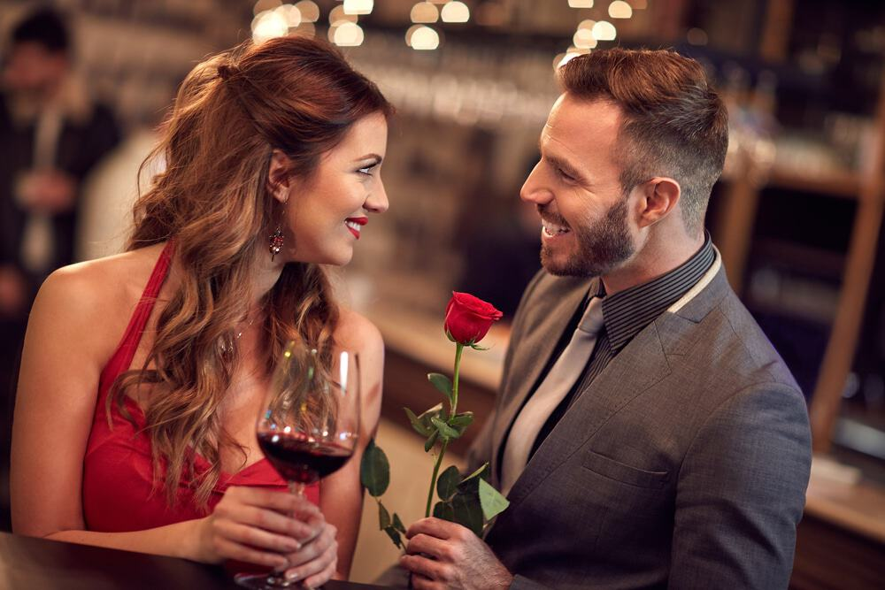 5 Subtle Hints That Reveal Your Date Is Very into You
