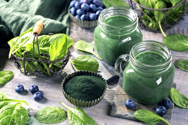 high-protein green smoothie with spirulina,spinach and blueberries