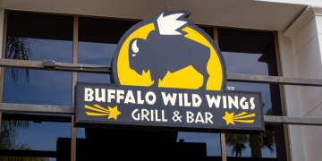Buffalo Wild Wings - Food & Dating