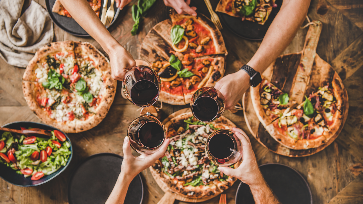 Expert's Guide for Pairing Wine with Pizza
